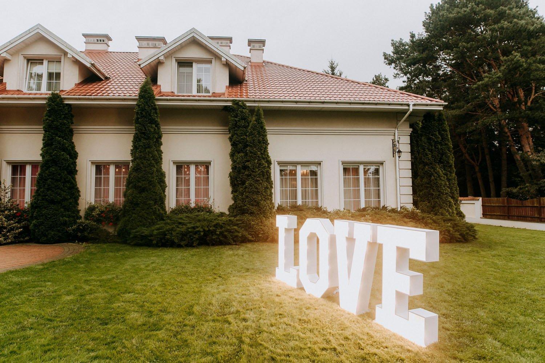 podswietlany napis love