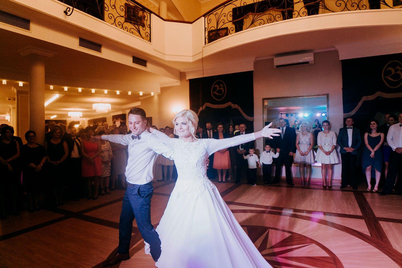 pierwszy taniec pary mlodej, fotografia slubna krakow