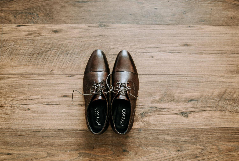 buty pana mlodego detal przygotowania