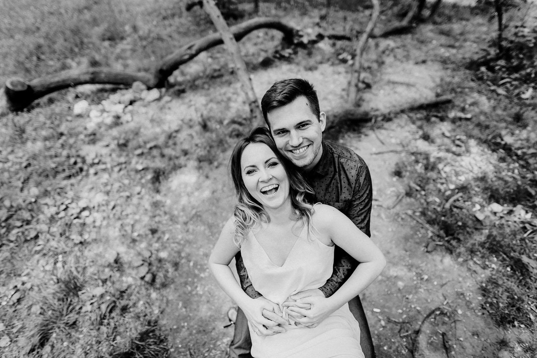 sesja narzeczeńska, zdjęcia zakochanych, sesja zaręczynowa, fotografia ślubna kraków, jakub dziedzic fotograf, luźna sesja w parku